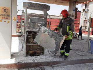 آتش سوزی خودرو دنا و پمپ بنزین کمپلو