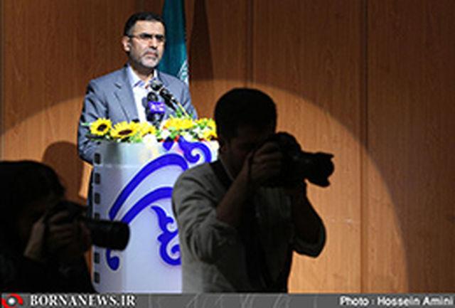 حجت الله ایوبی به تماشای فیلم های حاضر در جشنواره فیلم فجر نشست