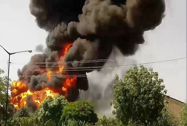 آتشسوزی مهیب در کارخانه الکل قم
