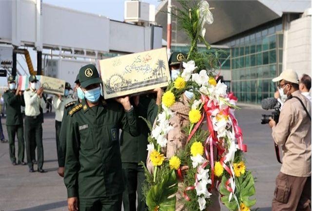 پیکر مطهر دو شهید گمنام دفاع مقدس، وارد فرودگاه بندرعباس شد