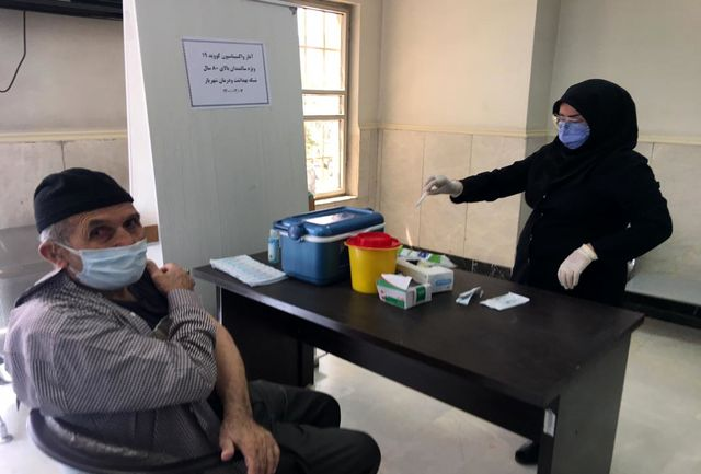 آغاز واکسیناسیون برای سالمندان بالای 80 سال در شهرستان شهریار