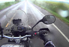 خطر توقف در حاشیه بزرگراه ها به هنگام رانندگی/ موتور سوار ها مراقب معابر لغزنده باشند!