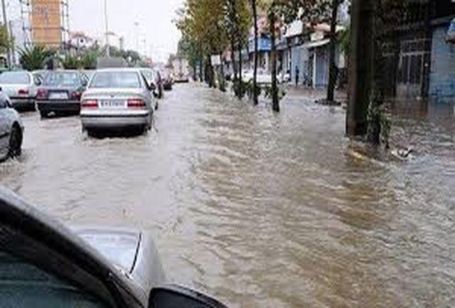 وقوع سیل در یزد/ چندین خودرو گرفتار شدند