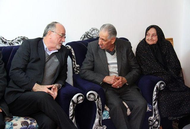 دیدار استاندار گیلان با خانواده شهید انقلاب