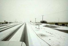 نمک پاشی و برف روبی جاده های استان سمنان