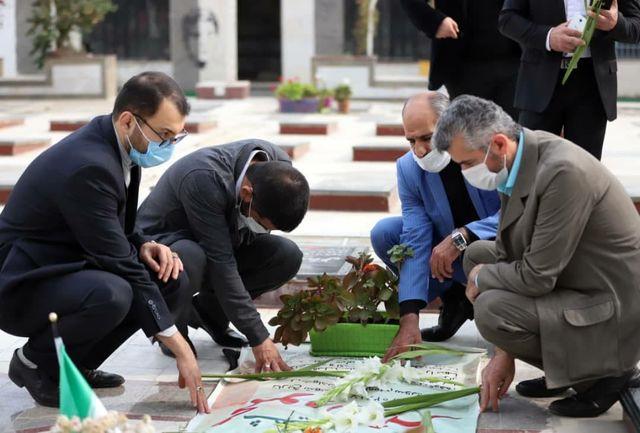 ادای احترام رئیس فدراسیون کشتی و اعضای هیأت کشتی مازندران به مقام شامخ شهدا