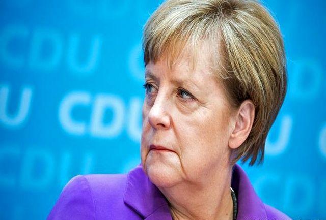 هدیه ویژه ملیپوشان فوتبال آلمان به صدر اعظم +عکس
