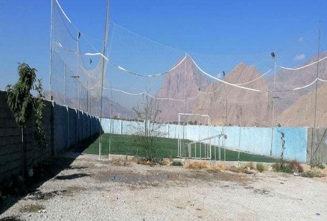 پلمب و تعطیلی یک زمین چمن فوتبال در خرم آباد