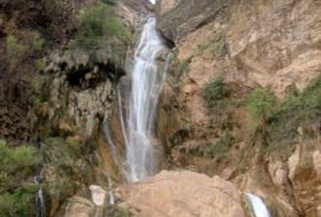 تاسیسات و امکانات گردشگری مناسب در محوطه آبشارهای لرستان ایجاد میشود