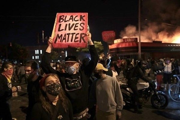 روحیه جمعی مردم دنیا جریحه دار شد/ طوفان اعتراضات ایالات آمریکا را درنوردید
