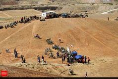 حرکت خطرناک و دلهرهآور موتورسوار ایرانی در دل کوهستان+ عکس
