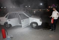 نجات راننده پراید از آتش خودرو