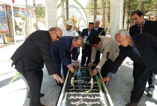 حضور رییس فدراسیون فوتبال بر مزار شهدای شهر بیرجند