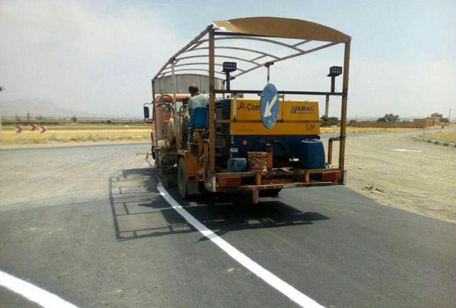 انجام خطکشی ترافیکی ۸ هزار متری در جاده آذرشهر