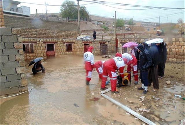 عملیات امداد و نجات هلال احمر استان آذربایجانغربی در ۱۳ روستای متأثر از سیل شمال استان