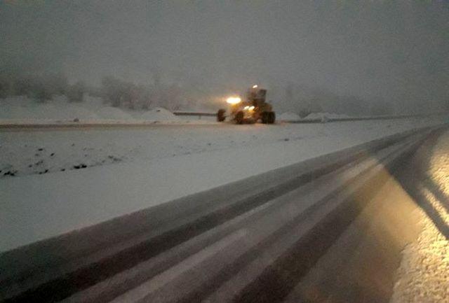بارش برف در چند محور مواصلاتی استان قزوین آغاز شد