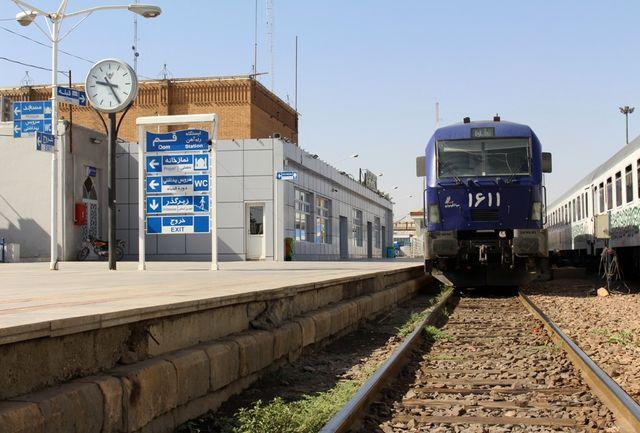 اولین قطار سفرهای نوروزی از ایستگاه قم حرکت کرد