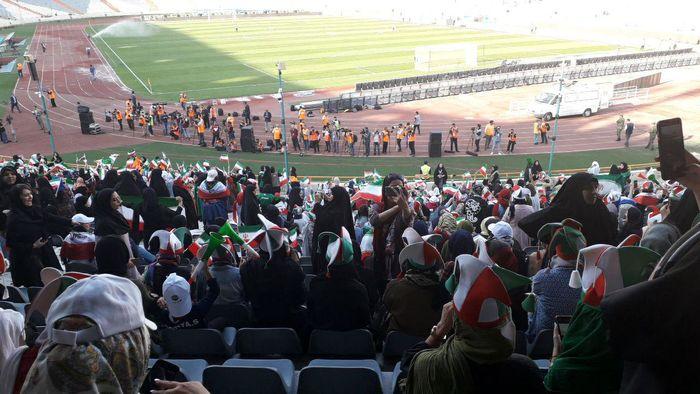 واکنش رسانه خارجی به حضور بانوان در استادیوم آزادی+ عکس