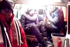 نجات 8 کوهنورد گرفتار در برف و کولاک در ارتفاعات ورزقان
