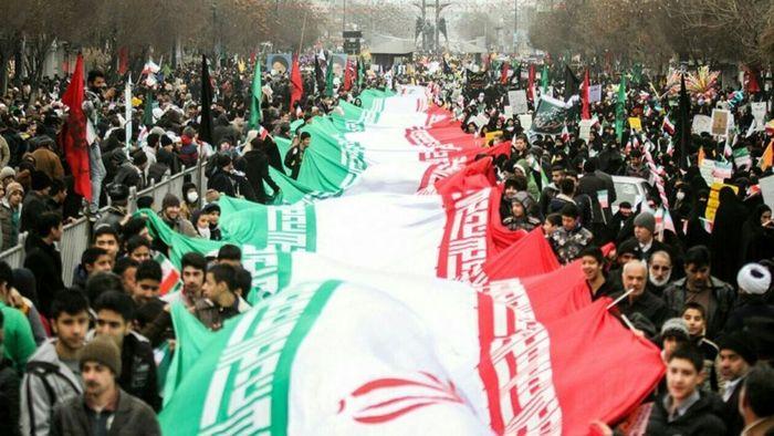 آغاز خروش مردم انقلابی قم در یوم الله ۲۲ بهمن