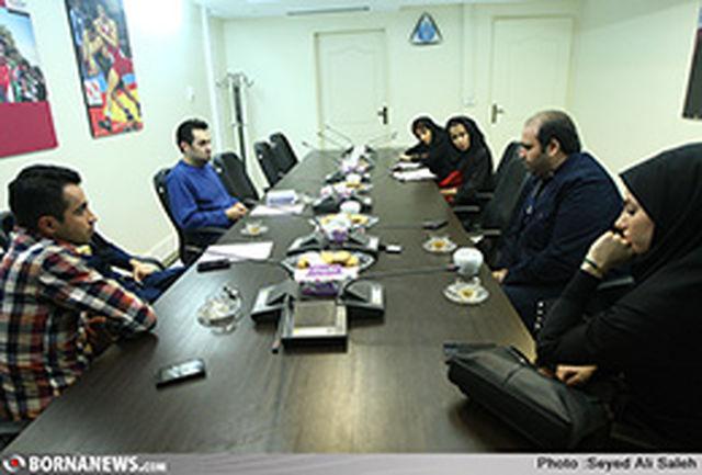 احمدی:حرف دل نوجوان را شنیدیم و از آن برنامه ساختیم/ ایرانیان:اگر صدبار به عقب برگردم باز مجری میشوم