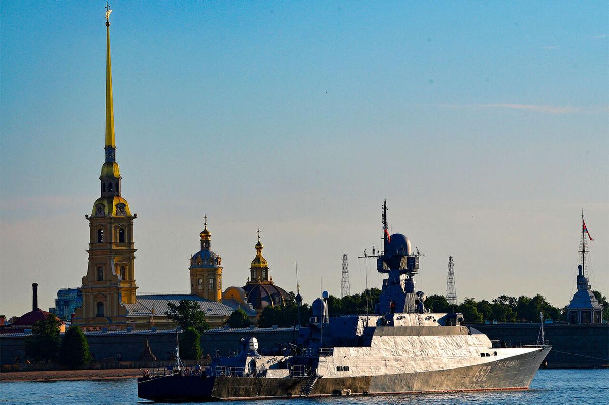 رژه بین المللی نیروی دریایی روسیه امسال بدون حضور مردم برگزار می شود