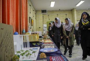 نمایشگاه ثمره طیبه انقلاب اسلامی