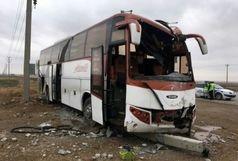 خروج اتوبوس از جاده  با ۲۳ مسافر در سمنان