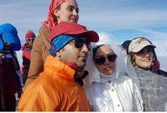 عروسی؛ بر فراز قله برفانبار قم
