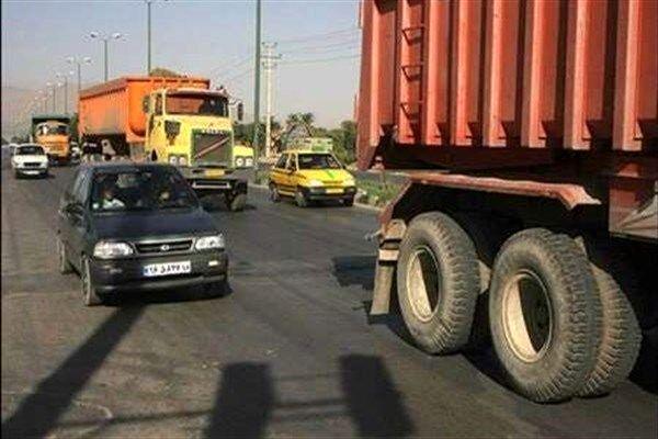 تردد وسایل نقلیه سنگین در محورهای استان 2 برابرمیانگین کشوری است