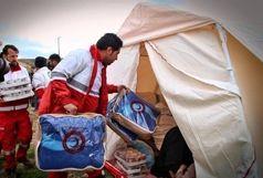 توزیع پتو و موکت بین زائران گرفتار در طوفان مهران