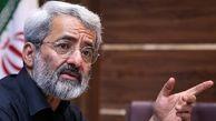 احمدی نژاد مسیر تخریب جایگاه لاریجانی در نزد اصولگرایان را در پیش گرفت/ رهبری نمیپذیرند نظامی گری را در کشور دنبال کنیم/ ائتلاف اصلی حول لاریجانی شکل نمیگیرد