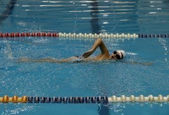 رکوردزنی شاهو نوجوان مهابادی مبتلا به سندروم داون در رشته شنا
