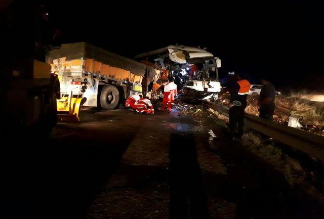 تصادف فجیع اتوبوس 30 کشته و زخمی برجای گذاشت