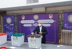 وزیر آموزش و پرورش رای خود را به صندوق انداخت