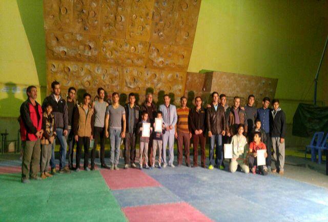 مسابقات سر طناب استان لرستان در نورآباد برگزار شد