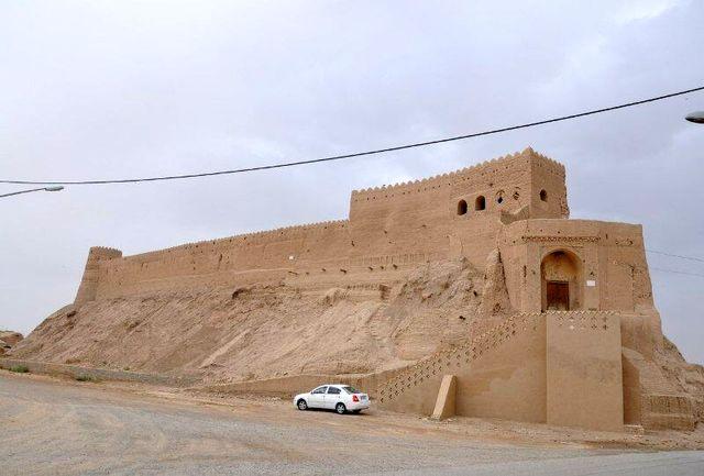 آغاز بازسازی بلندترین قلعه در استان