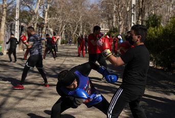 """"""" کیک بوکسینگ """" در پارک لاله"""