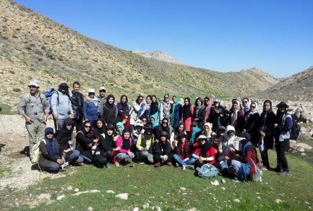 صعود دانشجویان دانشگاه یاسوج به قله دنا