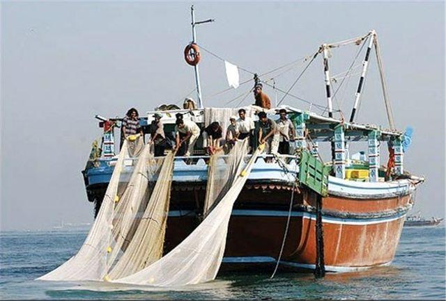 نجات ۵ سرنشین شناور صیادی در دریای عمان