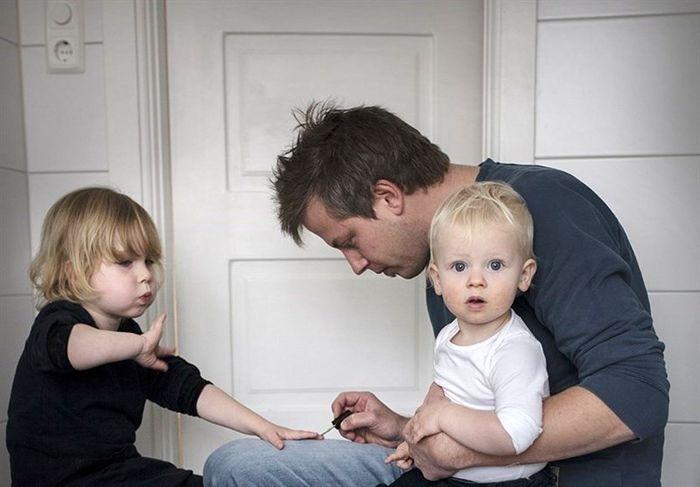 بررسی مشکلاتِ پدرانی که به تنهایی بچه بزرگ میکنند/ نیاز حیاتی مردان به دلداری در ایفای نقش مادری