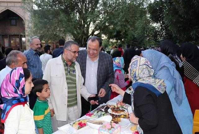 """جشنواره """"زیباترین سفره های افطاری"""" در قزوین برگزار شد"""