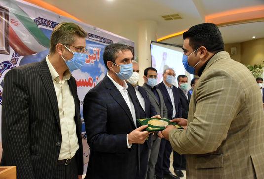 هدیه ویژه استاندار مرکزی به قوی ترین مرد ایران