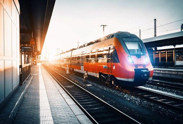 قطار ترن ست یزد- تهران به علت نقص فنی  متوقف شده است/ ادامه مسیر تا دقایقی دیگر