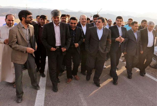 بازدید معاون وزیر راه و شهرسازی از روند اجرای پروژه های راه روستایی شهرستان بستک