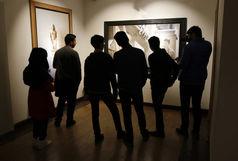 گالری گردی آخر هفته با دیدن عکس های کیارستمی و اجرای پرفورمنس با شعری از شاملو