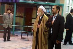 امامی کاشانی رای خود را به صندوق انداخت