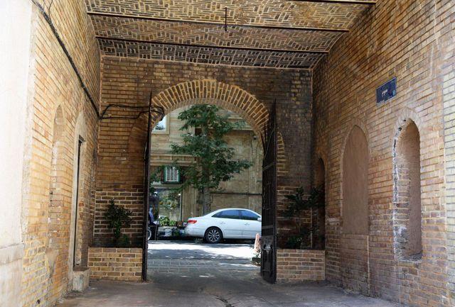 سردر و طاقی تاریخی  100 ساله خیابان فرهنگ مرمت شد