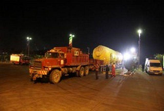 تخلیه محموله ترافیکی فوق سنگین برای نخستین بار در بندر شهیدباهنر هرمزگان