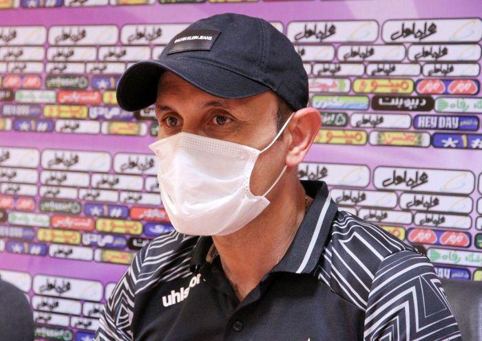 گلمحمدی: من با فوتبال زنده هستم/ به موفقیت در دیدار فردا امید زیادی داریم